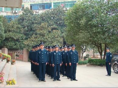 自1984年中国第一家保安服务公司诞生以来,党中央,国务院对保安工作